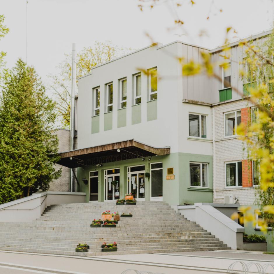 Ozolnieku vidusskolas ēka